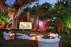 Montar una sala de cine en el jardín