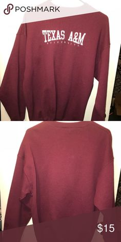 Texas a&m crew neck Maroon Texas a&m crew neck sweater Gildan Tops Sweatshirts & Hoodies
