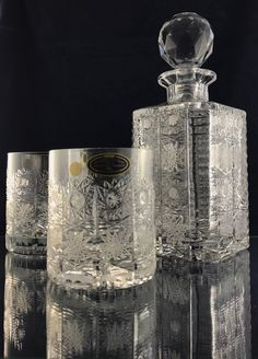 Hand cutted crystal whiskey set. 1 bottle and 2 glasses packed on premium packaging. Producer : SKLO-KRIŠTÁL Ltd. Www.handcutcrystal.sk