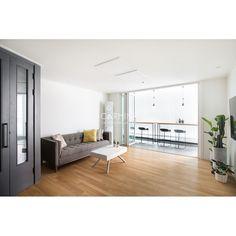 아파트·주택 인테리어 디자인, 카민디자인 정보 포트폴리오 제공 Living Room Modern, Home And Living, Entryway Bench, Home Furnishings, Interior, House, Balconies, Furniture, Design