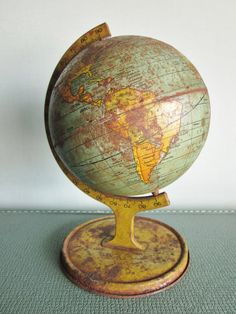 Love the old globes!