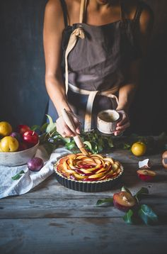 Tart with prunes and macaroons (with almond pastry) -Plum and almond tart – Frames of sugar-Frames of sugar Food Photography Styling, Food Styling, Smoke Photography, Action Photography, Almond Tart Recipe, Almond Pastry, Girl Cooking, Cupcakes, Macaroons