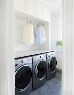 A closet rod runs the length of the two washers and dryer, providing space for hanging clothes to dry. Laundry Room Rugs, Laundry Room Storage, Laundry Room Design, Design Kitchen, Kitchen Ideas, Best Washer Dryer, Stackable Washer And Dryer, Closet Rod, Room Closet