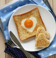 Valentines Day Breakfast: Heart Egg Toast