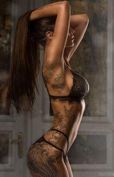 Tattooed Girls Daily Pics