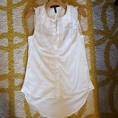 Bcbgmaxazria white top Like new BCBGMaxAzria Tops Blouses
