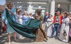 Elu suurus kuju Jane Austen on avalikustas poolt krahvinna Portsmouth tähistada 200 aastat autori surma, Basingstoke, Hampshire.