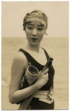 Lovely Asian flapper at the beach. I am so jealous of this whole ensemble and determined to recreate this one day :)