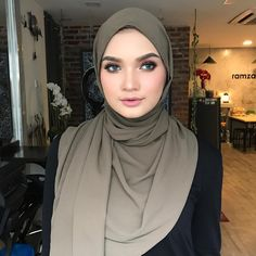 hijabers #hijabiblogger Muslim Fashion, Hijab Fashion, Hijab Tutorial, Beautiful Hijab, Hijab Outfit, Outfits, Style, Swag, Suits