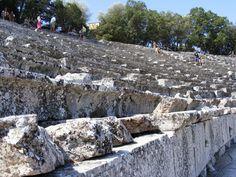 El teatro de Epidauro es un teatro antiguo de Argólida, edificado en el siglo IV a. C.