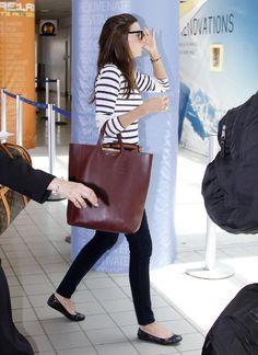 blusa listras, jeans preta, bag vinho via: www.thefashionhall.com.br/2012/05/repeteco-com-miranda-kerr.html#