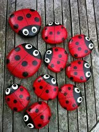 Ladybird pebbles - cute idea to place a couple on the soil inside a flower pot! Ladybird pebbles - cute idea to place a couple on the soil inside a flower pot! Stone Crafts, Rock Crafts, Arts And Crafts, Diy Crafts, Crafts With Rocks, Homemade Crafts, Pebble Painting, Pebble Art, Stone Painting