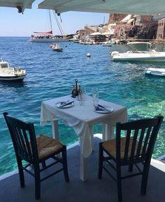 El placer de tomar una copa de #TRIOwine con esta increíble vista en Santorini, Grecia. Foto: Pinterest