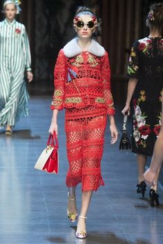See the complete Dolce & Gabbana Spring 2016 Ready-to-Wear collection.