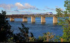 Foto RailPictures.Net: AMT 1324 Agence Métropolitaine de Transporte EMD F59PH em…