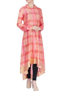 Buy Peach & coral pink asymmetric kurta by Manish Malhotra at Aza Fashions Salwar Designs, Blouse Designs, Indian Dresses, Indian Outfits, African Dress, Muslim Long Dress, Kurti Patterns, Designer Dresses, Designer Kurtis