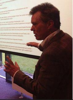 Seminar in Berlin: Erkläre gerade den Aufbau eines Verkaufstextes. Unternehmer interessiert das mehr denn je...  www.werbetexte.org