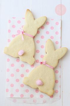 Turn your cookies, cakes and more into adorable bunny-shaped treats to cute up your Easter dessert spread. Galletas Cookies, Easter Cookies, Easter Treats, Sugar Cookies, Easter Food, Hoppy Easter, Easter Bunny, Desserts Ostern, Easter Celebration
