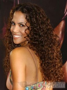 Halle Berry long curly I love her hair like this! Halle Berry Hairstyles, Weave Hairstyles, Cool Hairstyles, Hairstyle Men, Style Hairstyle, Formal Hairstyles, Hairstyles Haircuts, Hairstyle Ideas, Hair Ideas