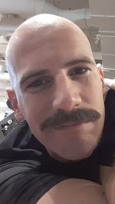 Walrus Mustache, Mustache Styles, Beard No Mustache, How To Trim Mustache, Bald Men Style, Beard Images, Goatee Beard, Bald Hair, All Hairstyles
