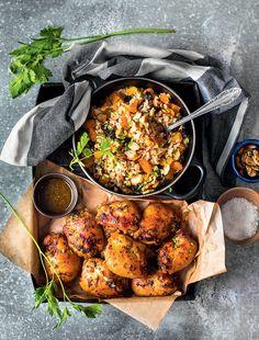 Sobrecoxa de frango com salada de arroz