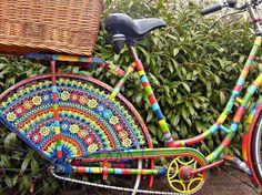 "This is a sample of ""Yarn Bombing."" A bike beautified by crochet! Yarn Bombing, Crochet Art, Crochet Patterns, Crochet Motif, Guerilla Knitting, Pimp Your Bike, Sculpture Textile, Velo Vintage, Art Yarn"