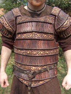 Beautiful leather armor. This would fit very well with my kilt