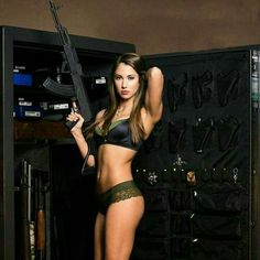 ::: sexy girls hot babes with guns beautiful women weapons Mädchen In Uniform, Girls Are Awesome, Tumbrl Girls, Hunting Girls, Military Women, Military Army, Female Soldier, Country Girls, Firearms