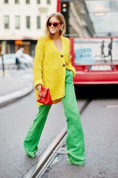 This Daring Trend Is Blowing Up on eBay Right Now Color Blocking Outfits, Color Blocking Fashion, Street Style Looks, Looks Style, My Style, Colourful Outfits, Colorful Fashion, Diy Vetement, Yellow Cardigan