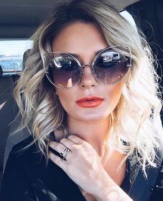 Ícone de estilo ✨ a @maridalla investiu na tendência dos óculos gatinho e divou com seu #MarcJacobs  #oticaswanny