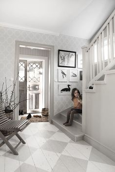 Real Estate Agents and Home Design & Decoration services by House of Valentina will turn your House into a Sellable Home! Cottage Shabby Chic, Cottage Style, Swedish Cottage, Hallway Inspiration, Interior Inspiration, Hallway Ideas, Painted Wood Floors, Entry Hall, My Dream Home