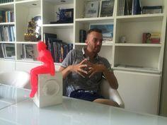 Il bucato fa ancora parte del mondo delle donne? Daniele Fortuna, l'artista pop per eccellenza unisce con ironia l'arte ed il design. Per maggiori informazioni, visitate il nostro sito ufficiale http://artemirabilia.com/