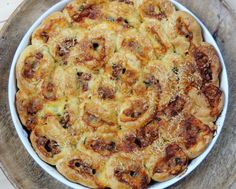 Trhací slaný koláč z kynutého těsta Mozzarella, Quiche, Risotto, Macaroni And Cheese, Food And Drink, Pie, Pasta, Breakfast, Ethnic Recipes