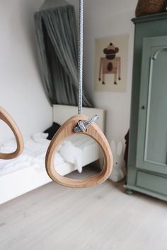 Lillagunga Rings in oak with grey ropes by Anna Landstedt.