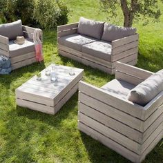 pallet outside furniture...this could save me some dolla dolla bills