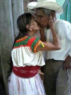 Mexico Lindo y Querido We Are The World, People Around The World, Older Couples, Mexican Heritage, Growing Old Together, The Embrace, Lasting Love, Endless Love, Foto Art