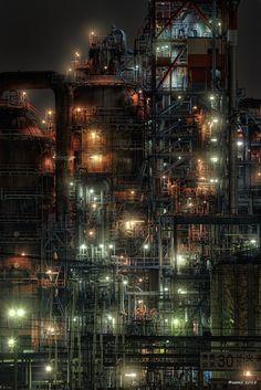 https://flic.kr/p/zM9gsg | Lights - ライト | そこには無数のライトが工場の施設を照らしていた。都会の高層ビルが立ち並ぶ摩天楼とは全く違う雰囲気で、無機質な工場なはずなのになんだか温かみを感じてしまう。  CANON EOS 7D + EF-S55-250mm f/4-5.6 IS  #CoolJapan #kawasaki #technoscape #pipescape