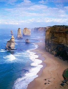 グレートオーシャンロードは海外沿いに伸びる道が絶景!オーストラリア 旅行・観光おすすめのスポット! もっと見る
