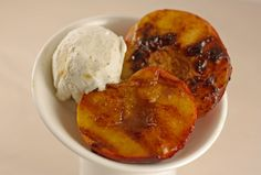 Grilled Peaches with Cinnamon Ice Cream - these look sooooo good! Non Dairy Desserts, Delicious Desserts, Cinnamon Ice Cream, Grilled Peaches, Kosher Recipes, Something Sweet, Fruit Recipes, Sweet Tooth, Grilling