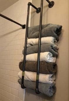diy bathroom decor towel rack ideas in your bathroom to make look organized Bathroom Towels, Bathroom Towel Storage, Bath Towel Racks, Bathroom Beach, Bathroom Mirrors, Pool Towels, Kitchen Storage, Beach Towel Storage, Lavender Bathroom