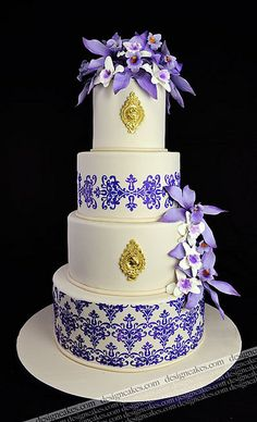 Damask Wedding cake by Design Cakes, via Flickr