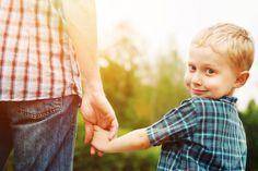 Если с доверием все понятно, то обоснованность надо, извините за тавтологию, обосновать. Ребенку должны быть понятны мотивы нашего поведения, наших просьб. «Я хочу, чтобы ты сделал это, потому что… Я настаиваю, так как обеспокоена… Встань на мое место, как бы ты себя повел?»  16 способов научить ребенка добиваться своих целей | Летидор