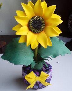 lembrancinha girassol eva Craft Projects, Wedding Flowers, Alice, Terra, Plants, Sunflower Corsage, Sunflower Birthday Parties, Sunflower Flower, Paper Sunflowers