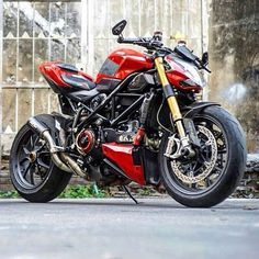 Ducati 1098 StreetFighter #Ducati #GreaseGarage #StreetFighter