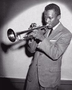"""Miles Davis recording in Sounders Studios. William """"PoPsie"""" Randolph was the preeminent paparazzo photographer of the New York music scene from the through the Archival Pigment Print Terms and Conditions Jazz Artists, Jazz Musicians, Musician Photography, Greys Anatomy Memes, Boogie Woogie, Jazz Blues, Blues Music, Miles Davis, Music Photo"""