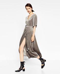 Image 4 de ROBE CROISÉE EN VELOURS de Zara