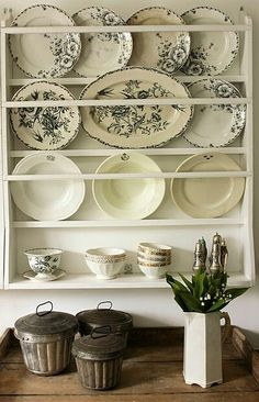 *transfer images of Paris on plates and then make plate holder out of pallets and hang on kitchen wall