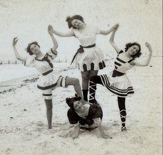 (animated stereo) Coney Island Bathers, 1899