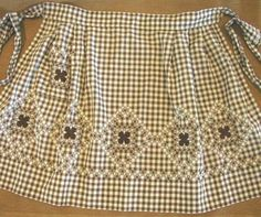 Chicken-scratch embroidery on brown gingham apron. Paper Embroidery, Vintage Embroidery, Cross Stitch Embroidery, Embroidery Patterns, Cross Stitching, Chicken Scratch Patterns, Chicken Scratch Embroidery, Bordado Tipo Chicken Scratch, Gingham Fabric
