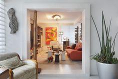 Decoração de: Sala de televisão - sofá laranja; Casa de Valentina